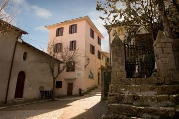 Casa Vacanze Borgo Antico Saracinesco